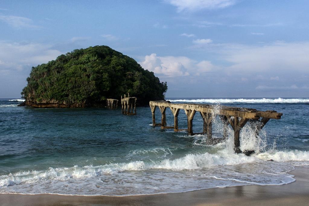 Pantai Balekambang Serupa Tanah Lot Malang Selatan Ulinulin Barulah 1983