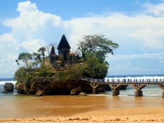 Pantai Balekambang Tanah Lot Versi Malang Yuk Piknik Nah Ternyata