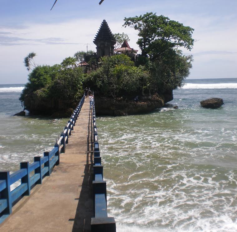 Pantai Balekambang Tanah Lot Versi Malang Yuk Piknik Pulau Ismoyo