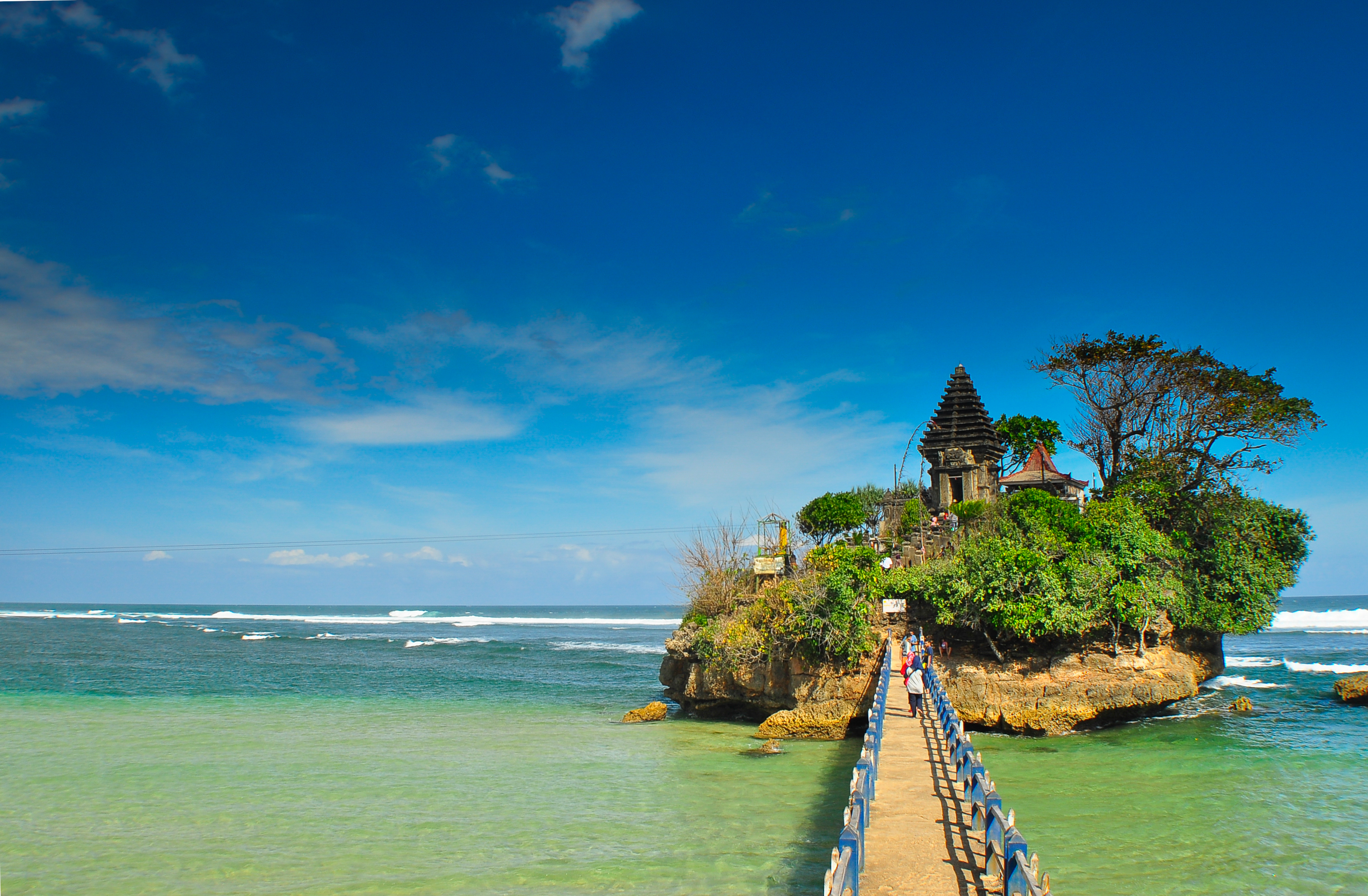 Pesona Pantai Balekambang Malang Tanah Lot Jawa Eksotis Kab