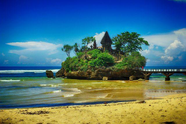 Wajib Ketahui Informasi Wisata Pantai Balekambang Malang Kab