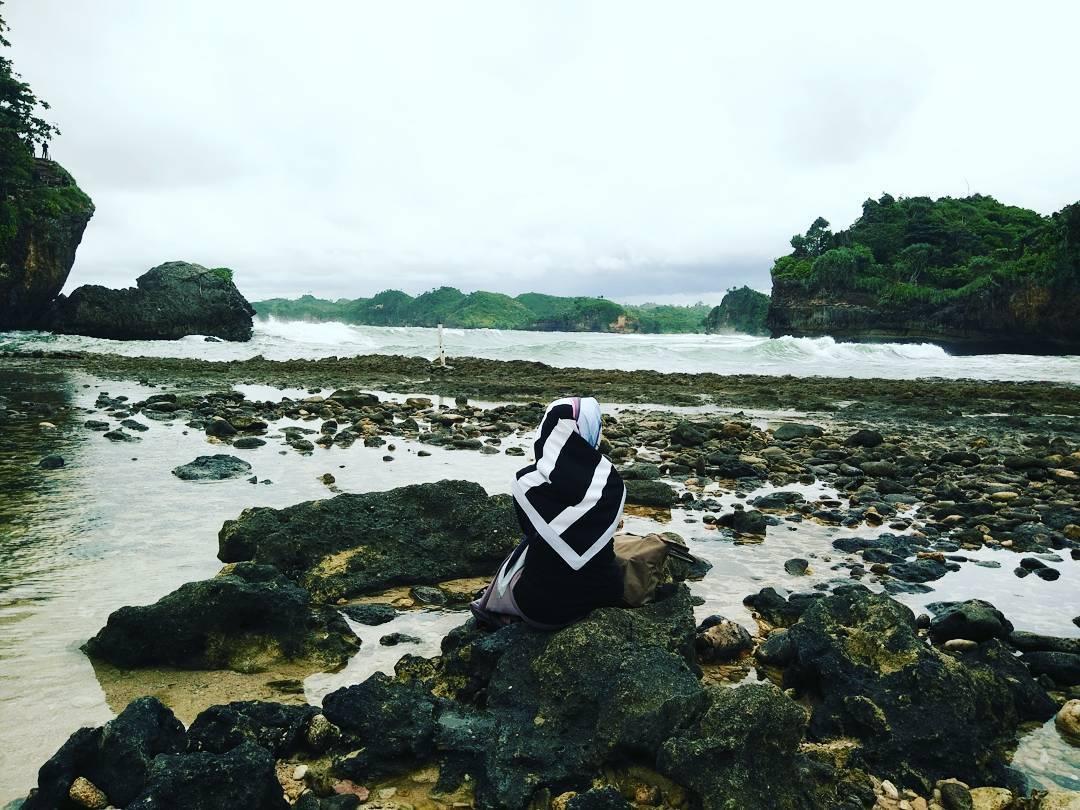 12 Bukti Instageniknya Pantai Batu Bengkung Malang Eksotisnya Bebatuan Pesisir
