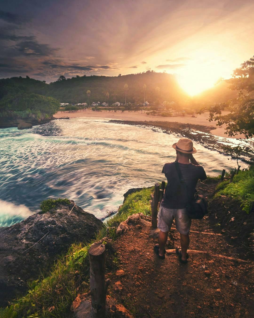 12 Bukti Instageniknya Pantai Batu Bengkung Malang Panorama Bukit Kabupaten
