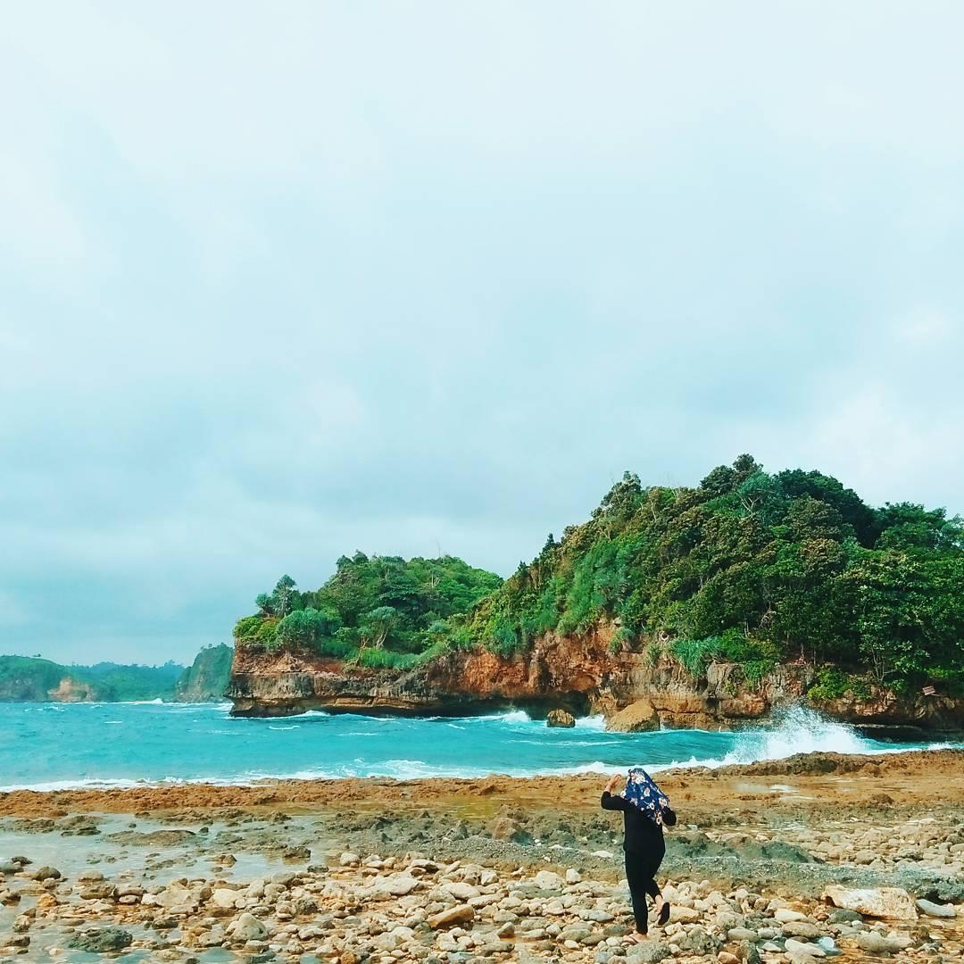 12 Bukti Instageniknya Pantai Batu Bengkung Malang Perpaduan Pasir Kabupaten