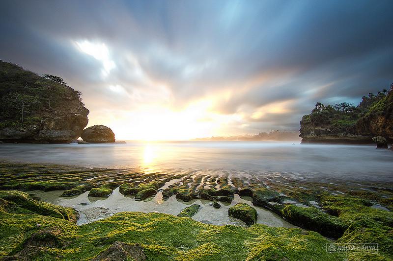 Batu Bengkung Pantai Sunset Romantis Pesisir Barat Bekung Kab Malang