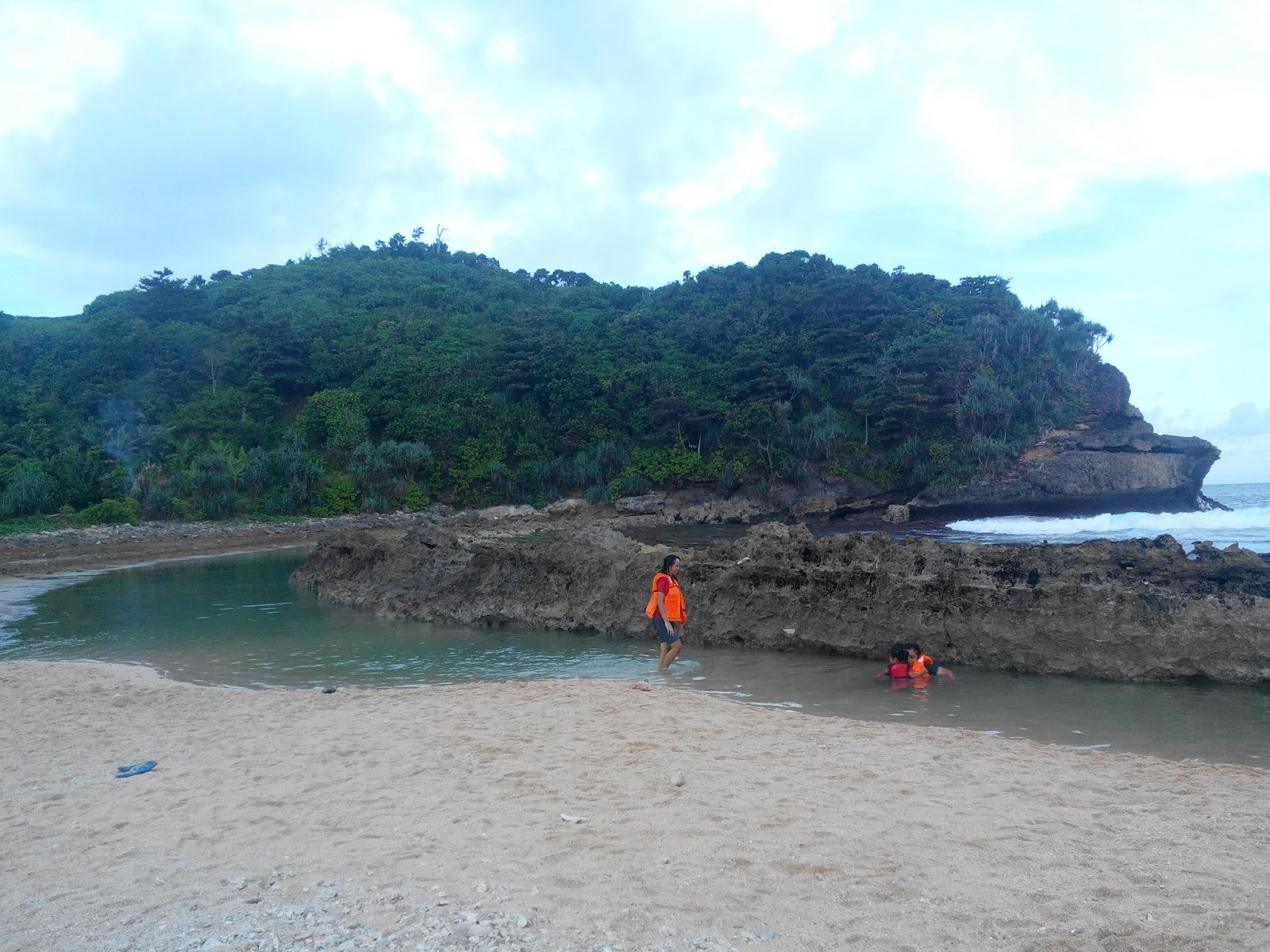 Djombie Explorer Dolan Dadakan Pantai Batu Bengkung Malang Bekung Kab