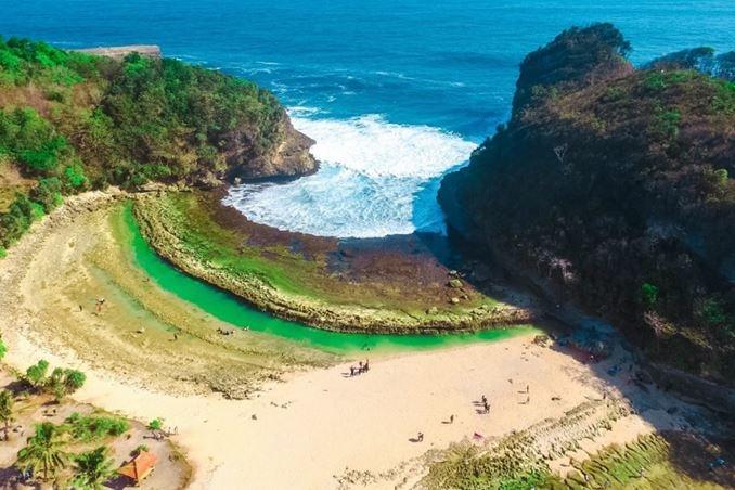 Eksotisnya Pantai Batu Bekung Malang Selatan Malangpers Kab