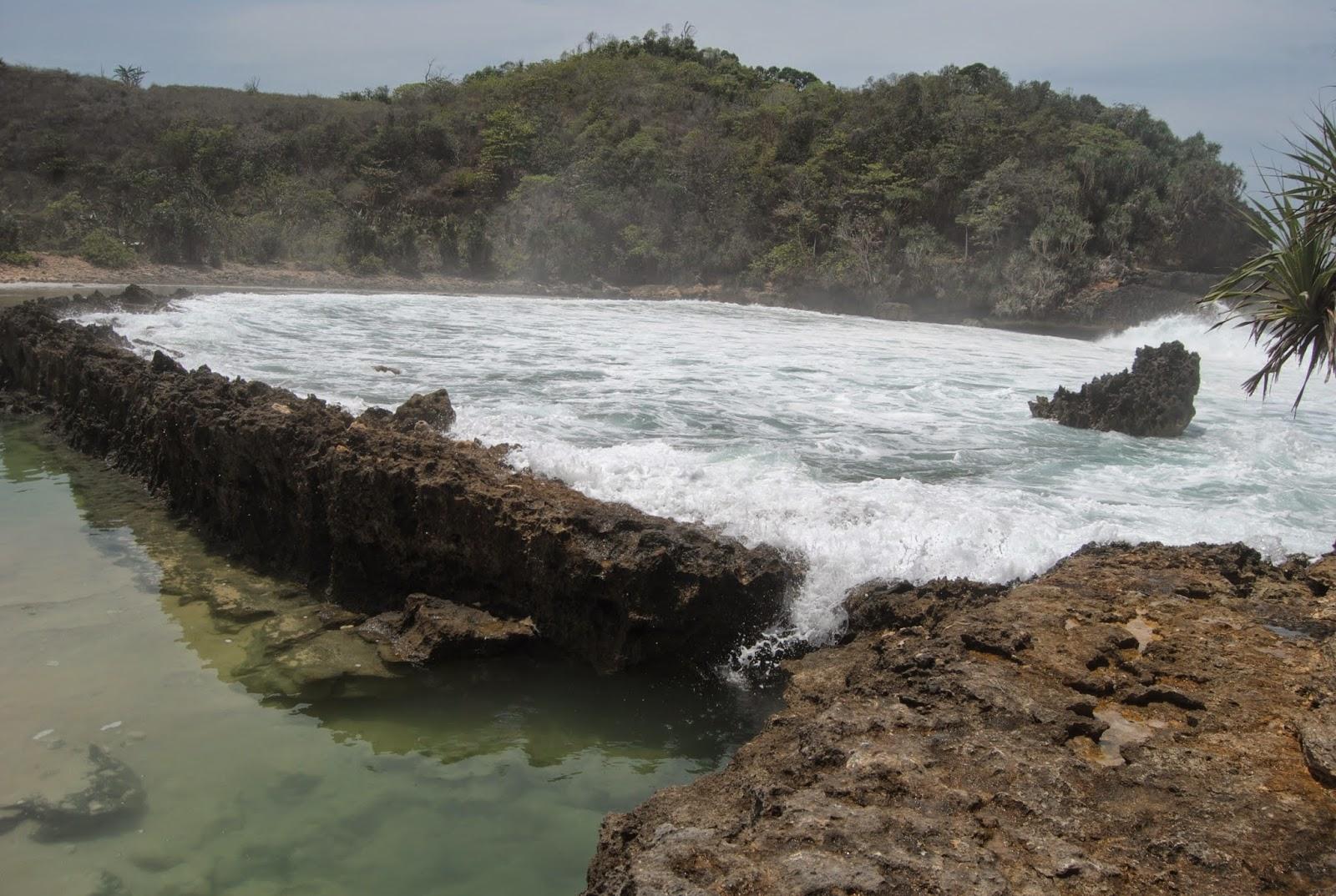 Eksotisnya Pantai Batu Bengkung Malang Selatan Jawa Timur Bekung Kab
