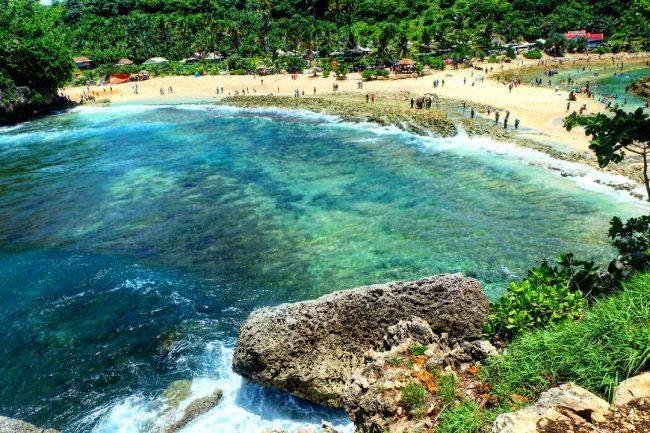 Kolam Alami Pantai Batu Bengkung Motivasinews Bekung Kab Malang