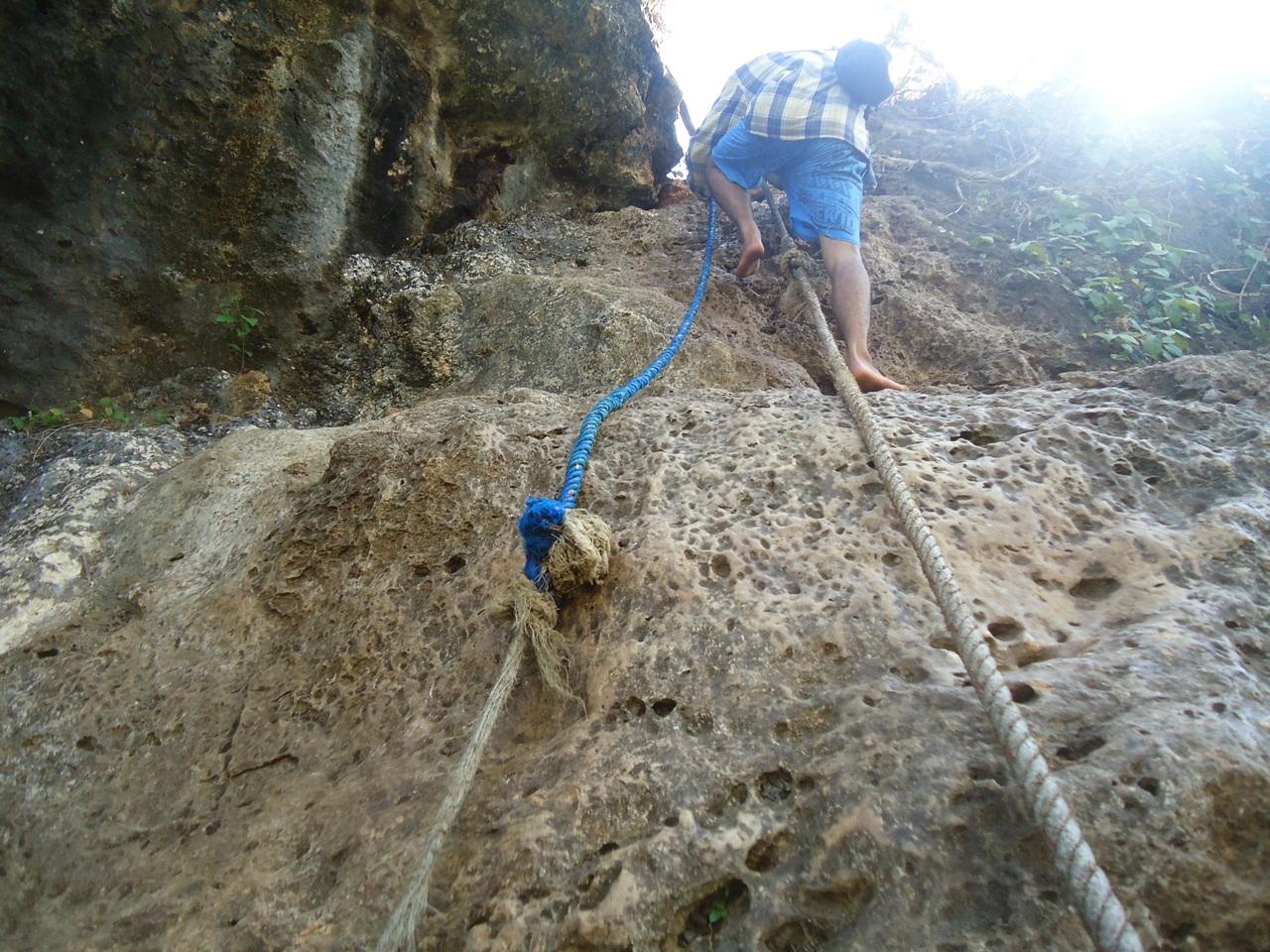 Mendaki Pantai Batu Bengkung Ngalam Bekung Kab Malang