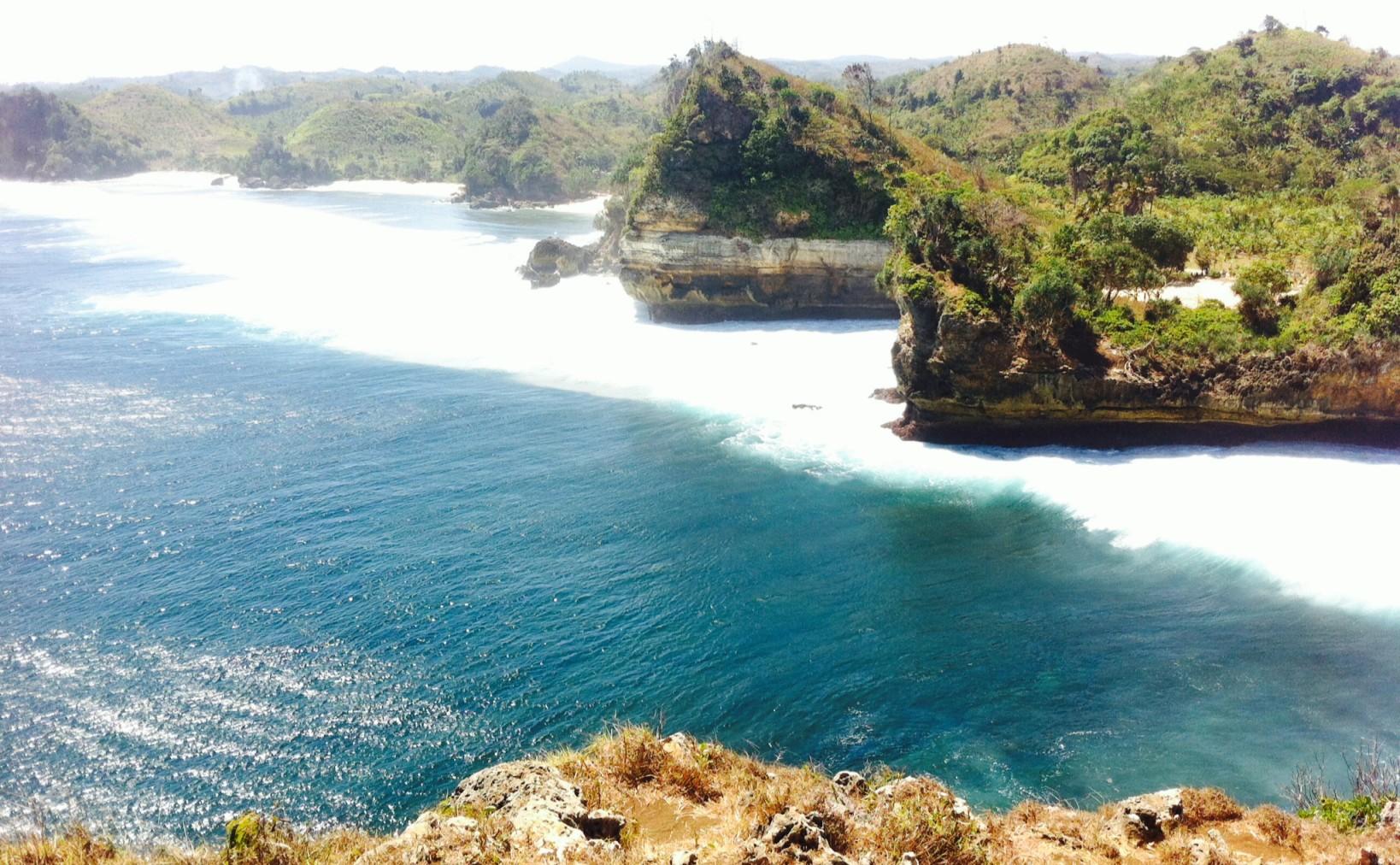 Mendaki Tebing Karang Pantai Batu Bengkung Ngalam Detail Eksotisnya Www