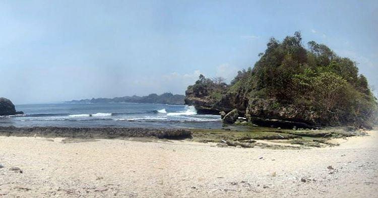 Pantai Batu Bengkung Lokasi Desa Gajahrejo Kecamatan Ge Flickr Gedangan