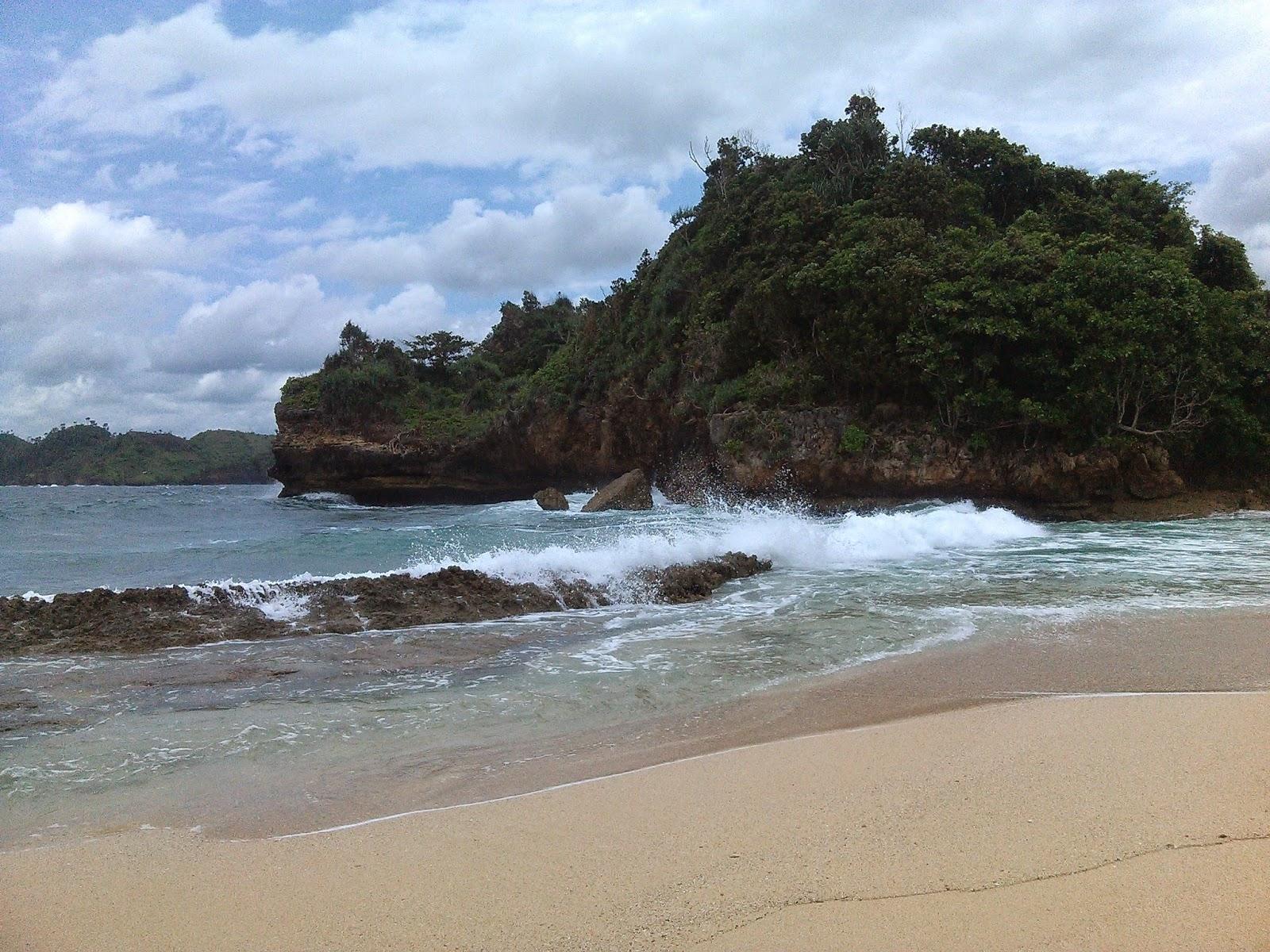 Pantai Batu Bengkung Malang Bekung Kab