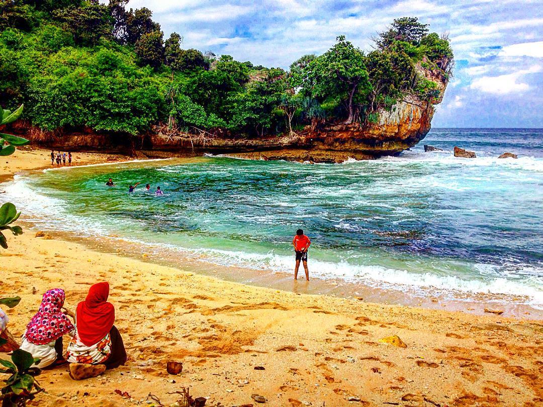 Pantai Batu Bengkung Sunset Menakjubkan Dimalang Spotbaru Bekung Kab Malang