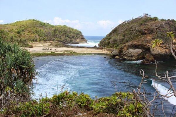 Wisata Pantai Batu Bengkung Malang Eksotis Bekung Kab