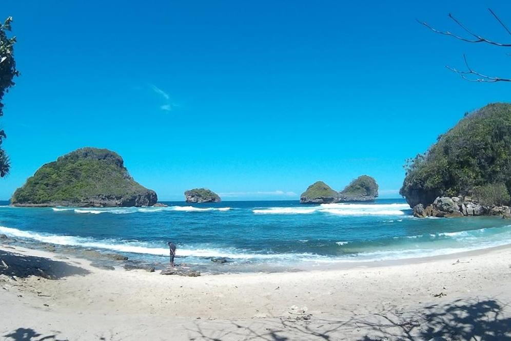 10 Gambar Pantai Goa Cina Malang Selatan Harga Tiket Masuk