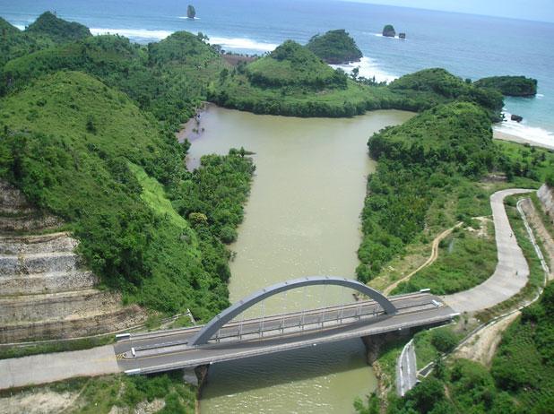 Catatan Perjalanan Wisata Pantai Goa Cina Rumah Cinta Zie Kab