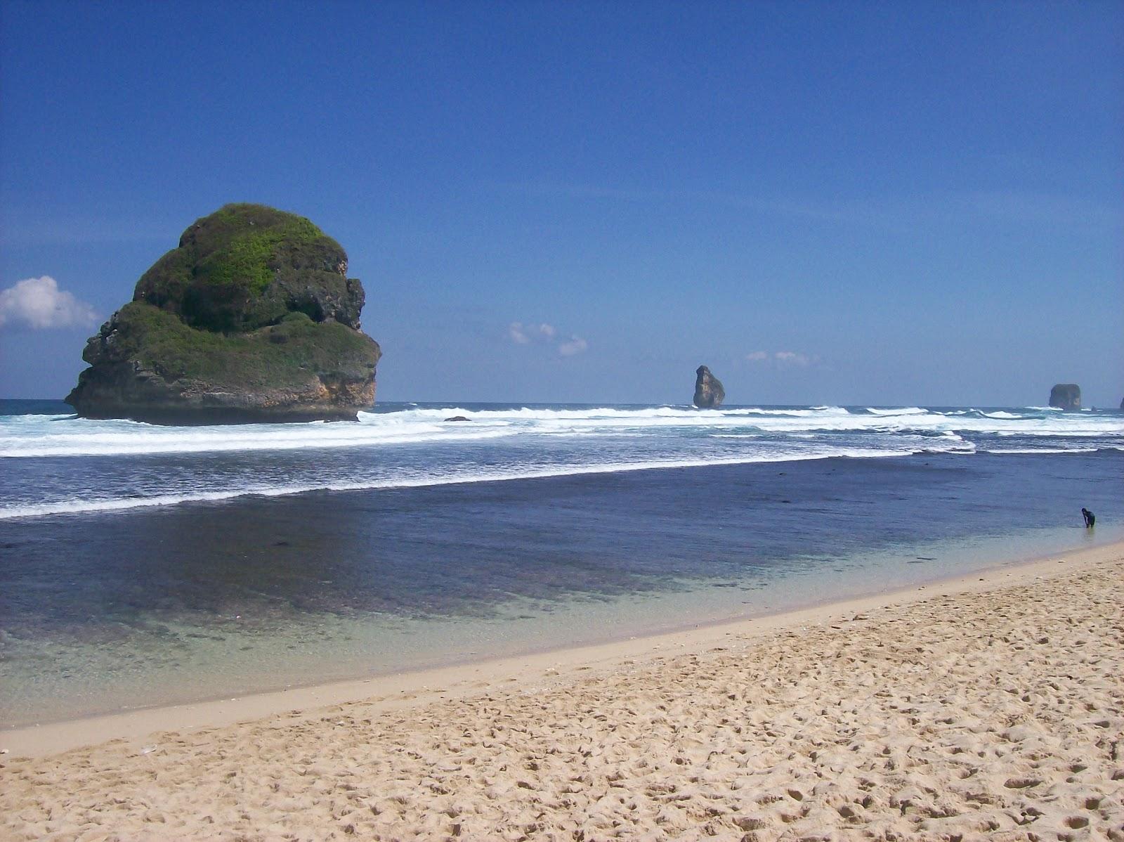 Lokasi Harga Tiket Masuk Pantai Goa Cina Malang Menikmati Keindahan
