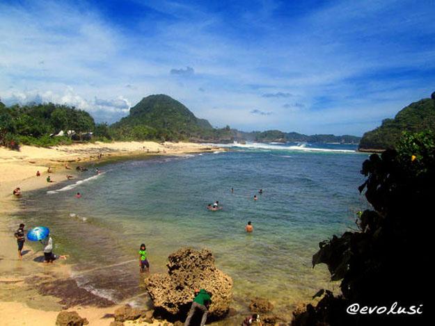 Menikmati Keindahan Alam Kabupaten Malang Pantai Goa Cina Note 1