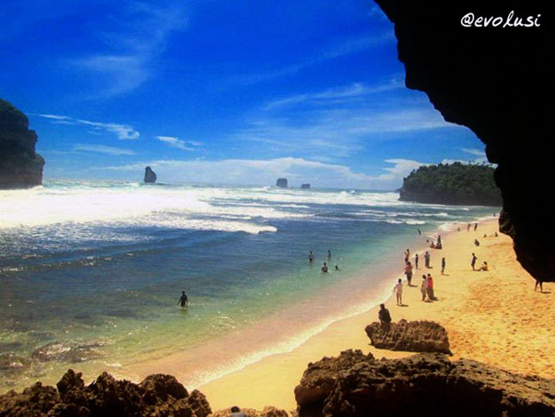 Menikmati Keindahan Alam Kabupaten Malang Pantai Goa Cina Note 2