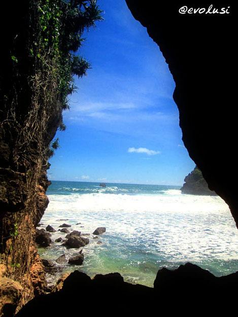 Menikmati Keindahan Alam Kabupaten Malang Pantai Goa Cina Note 3