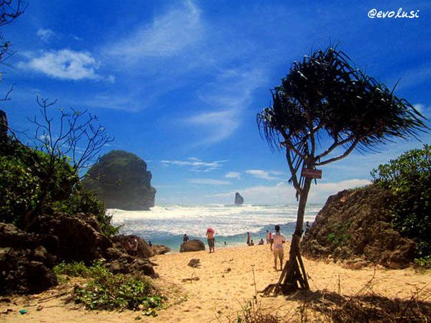 Menikmati Keindahan Alam Kabupaten Malang Pantai Goa Cina Note 4