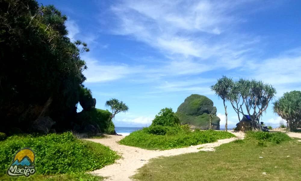 Pantai Goa Cina Macigo Malang Kab