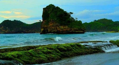 Pantai Goa Cina Malang Tawarkan Sunrise Mengagumkan Kab