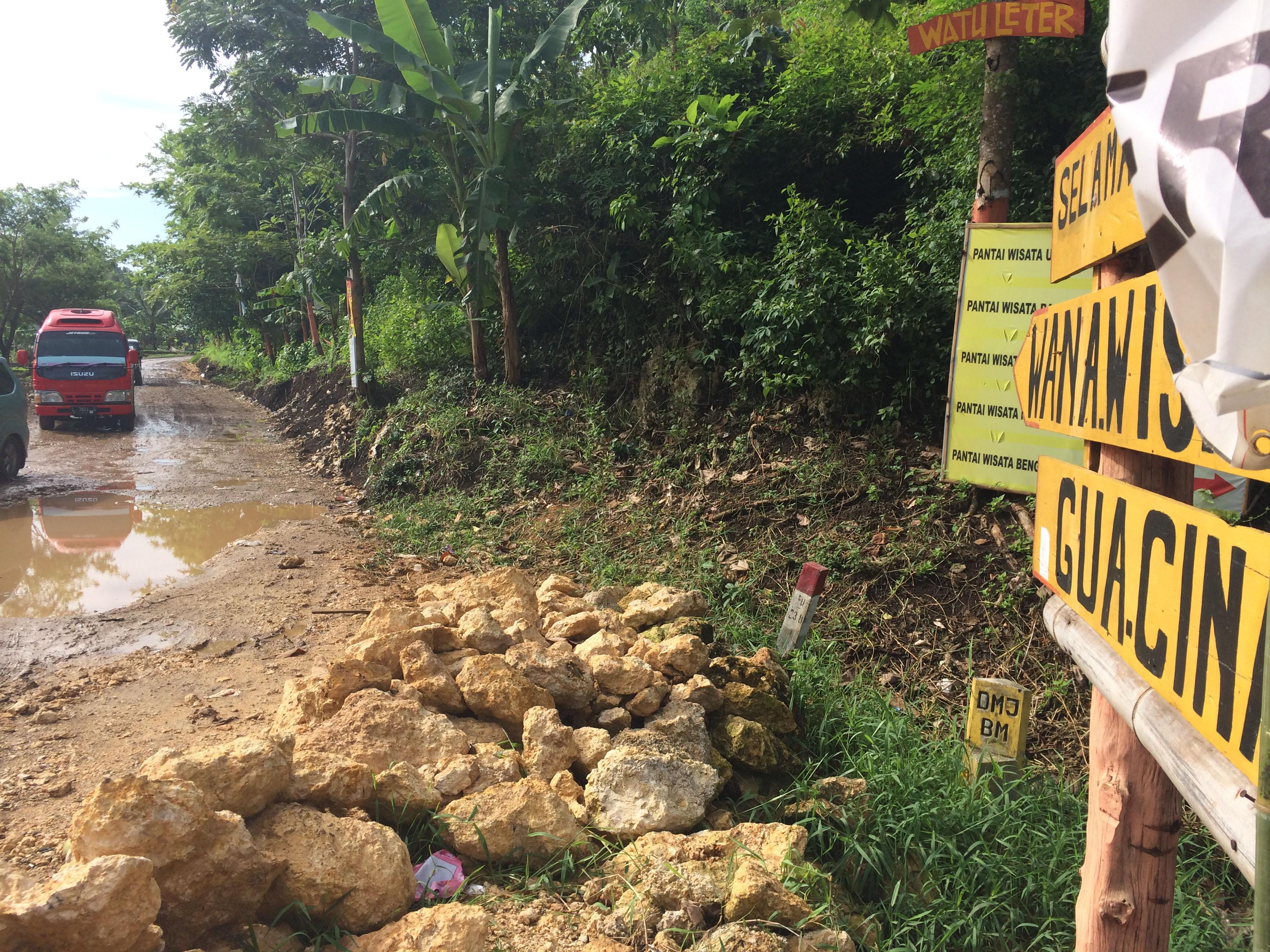 Pantai Goa Cina Pemandangan Biru Ujung Selatan Malang Lirikmalang Akses