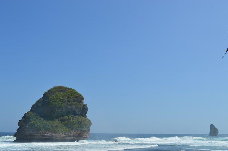 Pemandangan Indah Pantai Goa Cina Kecamatan Sumbermanjing Wetan Kabupaten Malang