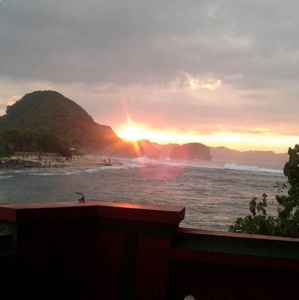 Pesona Sunrise Pantai Goa Cina Malang Selatan Kab
