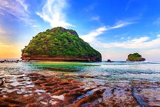 Pesona Wisata Pantai Goa Cina Malang Jawa Timur Lokal Indonesia