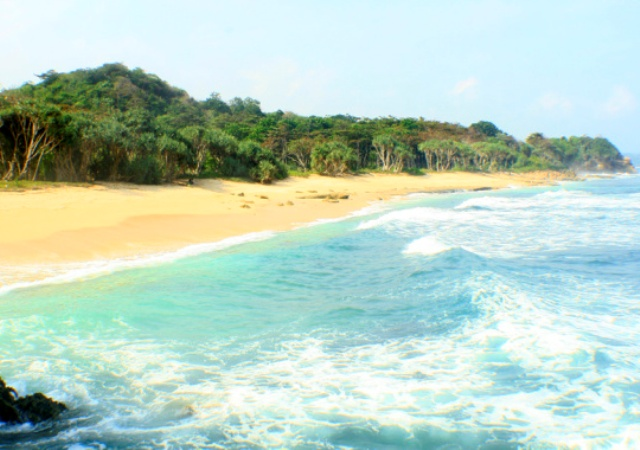 10 Foto Pantai Jonggring Saloko Saloka Rute Letak Lokasi Berpagar