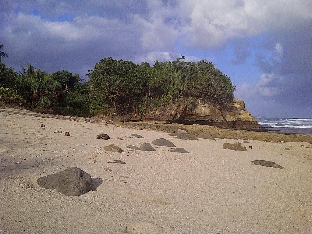 Ferdy Waterfall Pantai Jonggring Saloko Terletak Desa Mentraman Kec Donomulyo