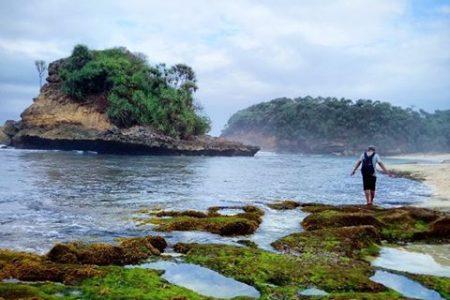 Keindahan Wisata Alam Pantai Jonggring Saloko Malang Kab