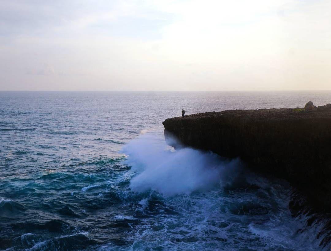 Keunikan Membedakan Pantai Jonggring Saloko Sejumlah Karang Menjorok Lautan Menambah