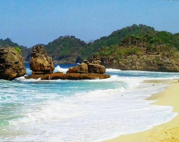 Menikmati Indahnya Pasir Hitam Pantai Jonggring Lingkar Malang Lingkarmalang Salaka