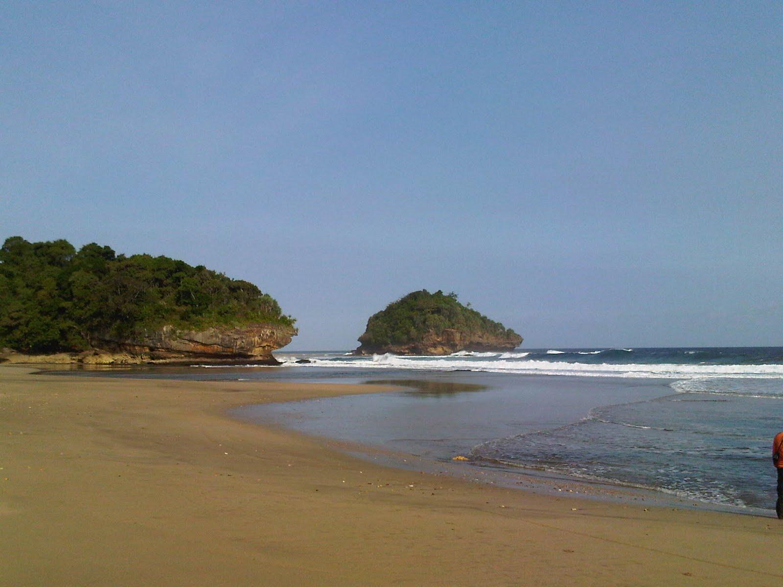 Objek Wisata Pantai Jonggring Saloko Www Picao123 Kondang Iwak Kab