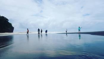 Pantai Jonggring Saloko Batuholiday Kondang Iwak Kab Malang