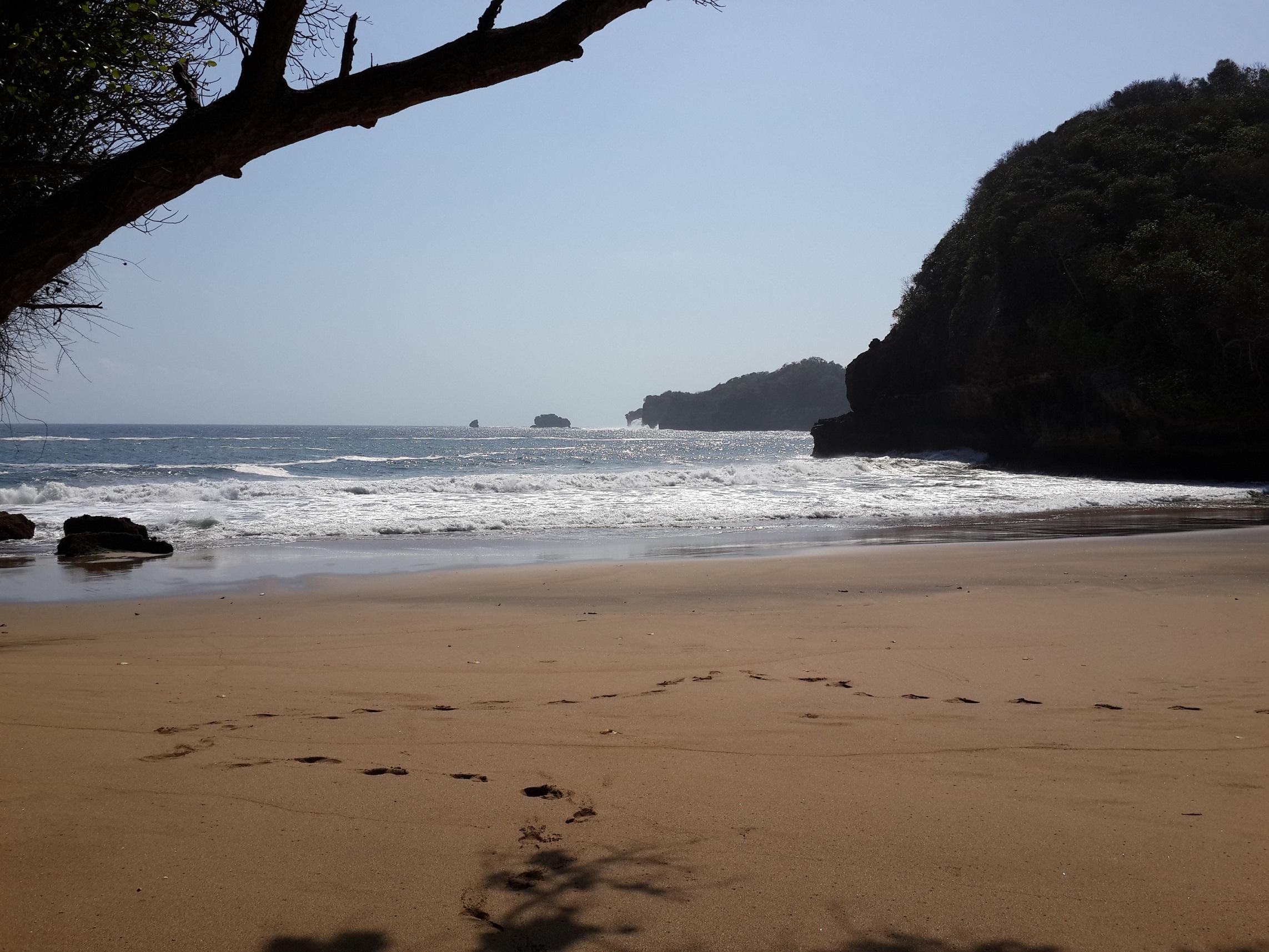 Pantai Junggring Saloka Menjadi Tak Berpenghuni Oleh Rodiah Astuti Kompasiana