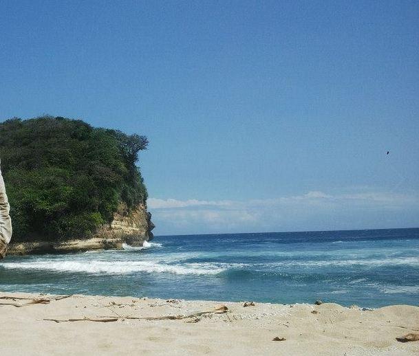 Pantai Mrutu Alunan Ombak Cantik Malang Lihat Id Jonggring Saloko