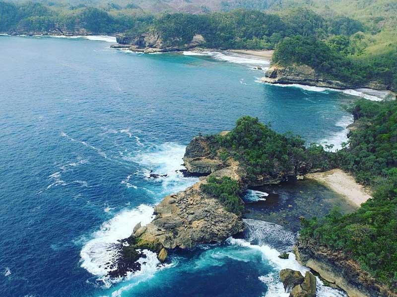 Pantai Tak Bertuan Jonggring Saloko Amazing Malang Kab
