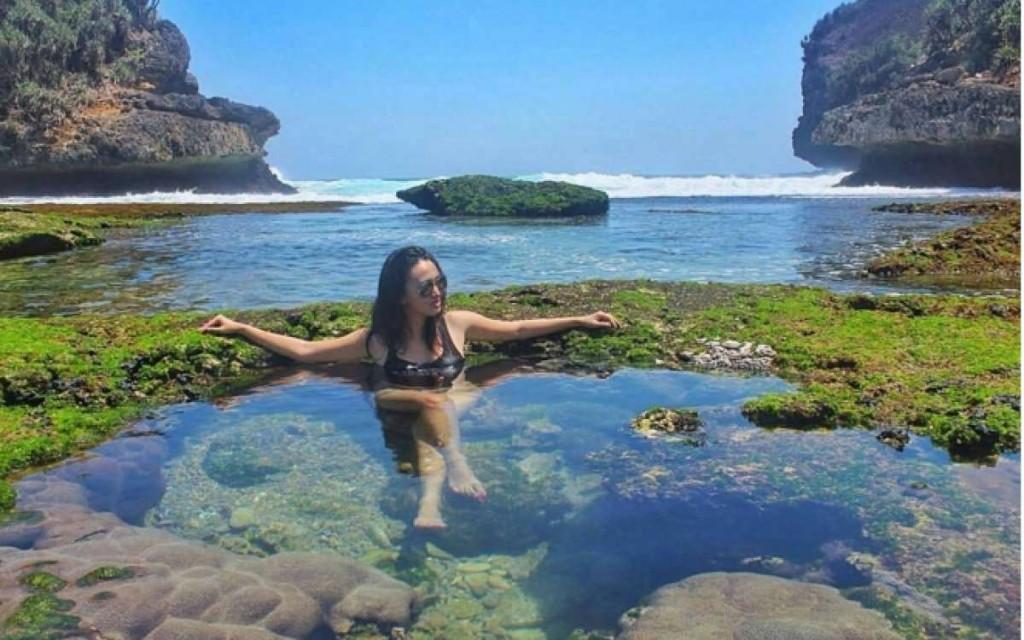 Sensasi Pantai Pribadi Malang Selatan Part 2 Paket Wisata Bengkung