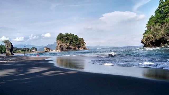 Wisata Inilah 5 Pantai Berpasir Hitam Eksotis Indonesia Terletak Dusun