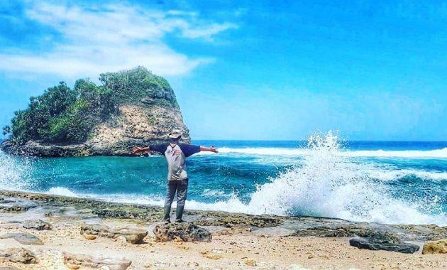 Wisata Pantai Jonggring Saloko Mempesona Selatan Malang Image Https Www