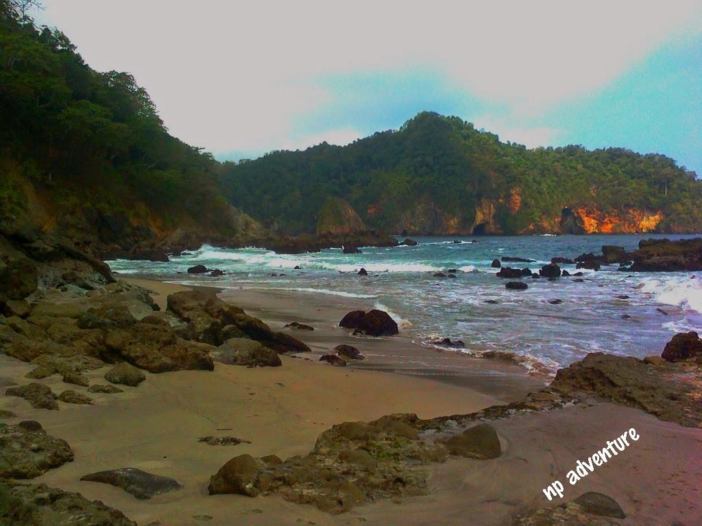 Jejak Kaki Pantai Weden Cilik Malang Berada Desa Tambakrejo Kec