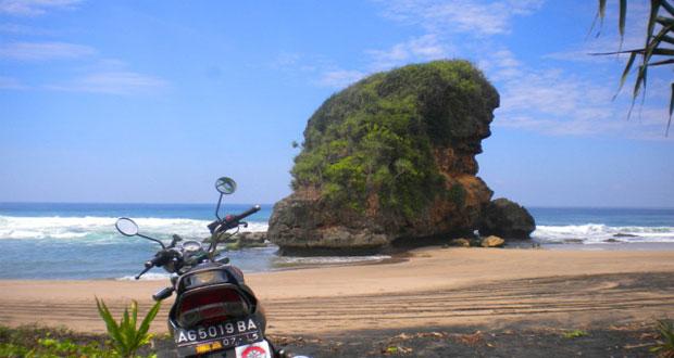 21 Pantai Terindah Malang Wajib Dikunjungi Page 3 Kondang Iwak