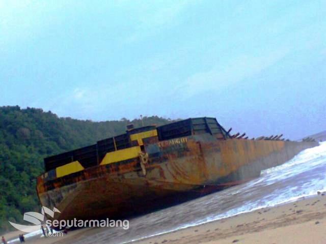 Berita Info Kapal Raksasa Terdampar Pantai Modangan Jadi Terang 07