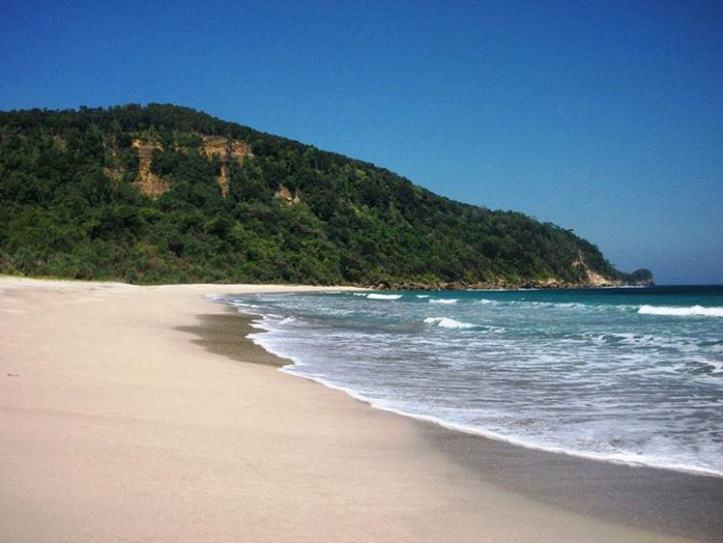 Destinasi Wisata Malang Pantai Modangan Surganya Paralayang Id Spot Bertambah