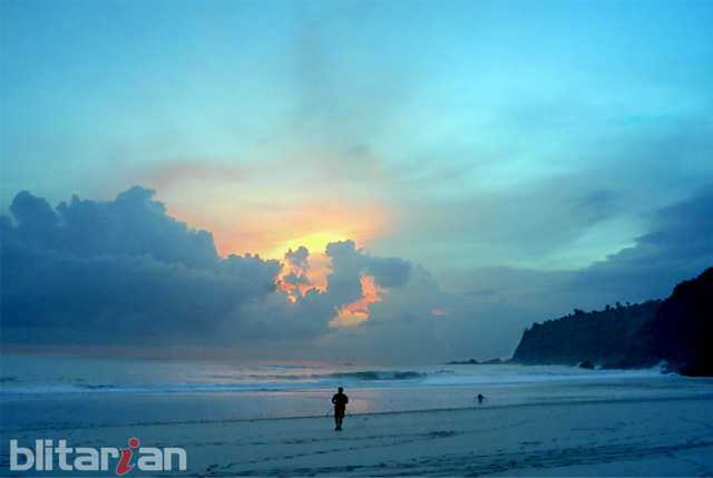 Megahnya Pantai Modangan Ujung Barat Malang Wisata Mondangan Kab